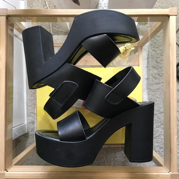 dc0f5365e658 Steve Madden - Sanders platform strap sandals. M 5b1ee0fdc9bf50f3657e25d2